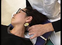 当院では、特殊なローラーを扱いますが、筋肉を緩める効果、血流をよくする効果に長けているうえ、美肌効果もあると女性からも高い評価を得ております