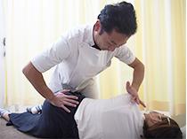 当院の治療は、体全体のことを考え行っておりますので、例えば、腰の治療をしているのにも関わらず、「足の冷えが取れた」「お通じがよくなった」など二次的な効果も期待できます。