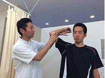 プロスポーツ選手も使用する、特殊器具や特殊なテープを使い、最大限早期回復が出来るように心掛けております。